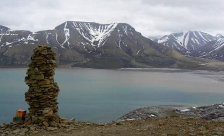 Plateau Mountain hike in Longyearbyen