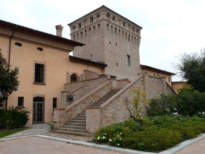 Boomer travel - Italy - stay at La Tavola Rotonda on your boomer vacation in Italy.