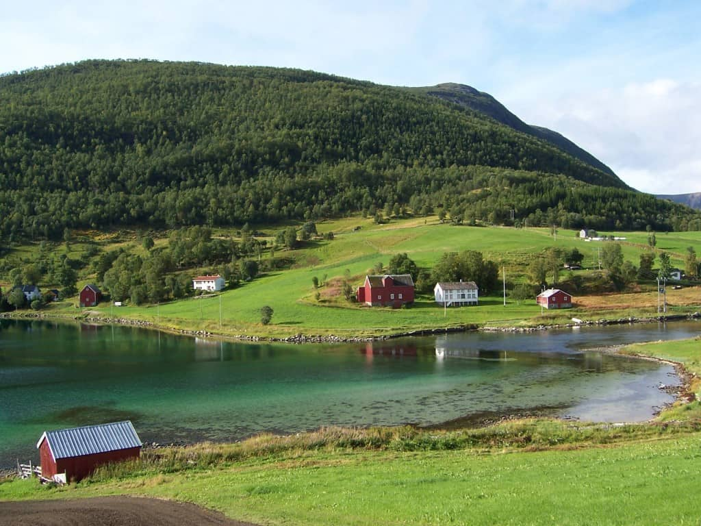 hurtigruten-scenery-norway