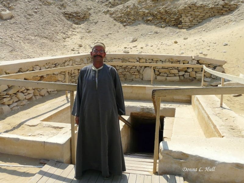 boomer-travel-guard-tomb-saqqara