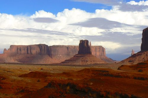 Monument Valley is a beautiful scenic drive and one of our favorite US road trips.