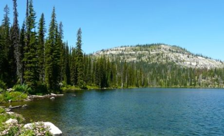 Discover off-the-beaten-path Twin Lakes