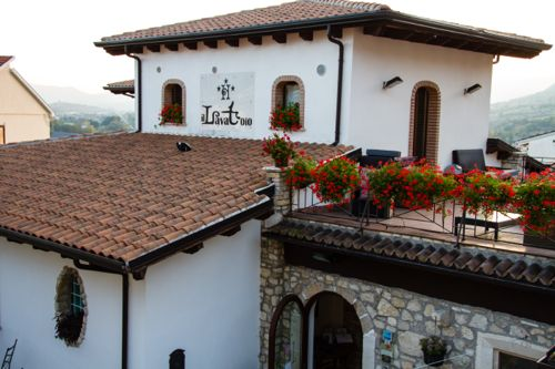 Il Lavatoio offers charming lodging in Castel di Sangro.
