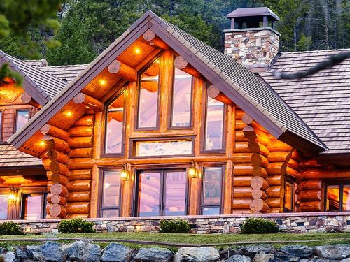 luxury log home that's a bed and breakfast