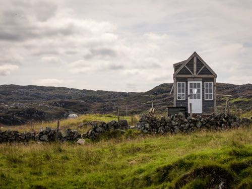 A boomer traveler shares her tiny house experience in Scotland.